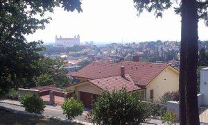 Vue du château en haut du mémorial Slavin, Bratislava